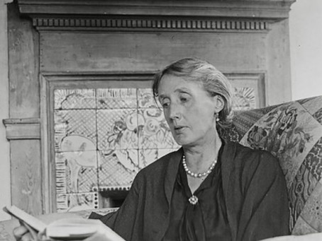 Does the number  of  revisions  matter ? Virginia Woolf vs Mary Oliver