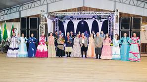CTG Velha Carreta realizou Baile da Prenda Jovem em Santa Bárbara