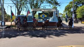 Cavaleiros Sinuelo das Coxilhas e Piquete  União Campeira de Santa Bárbara cultivando a tradição
