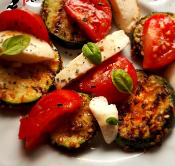 Deftiger Grilled Zucchini Salat