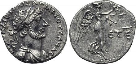 Hemidracma de Adriano. Victoria estante a dcha. Ceca Caesarea (Capadocia). 7b511c_8a6941aafb434812a845a873efeb64f3~mv2