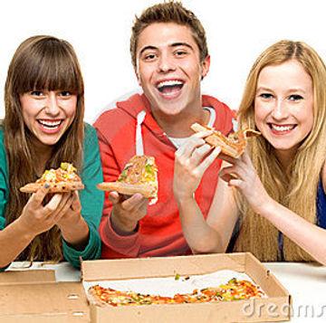 group-teenagers-eating-pizza-21415059.jpg
