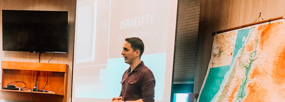 Idan talking about Israel's TV history at Beth El Congregation