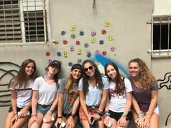girls grafitit wall
