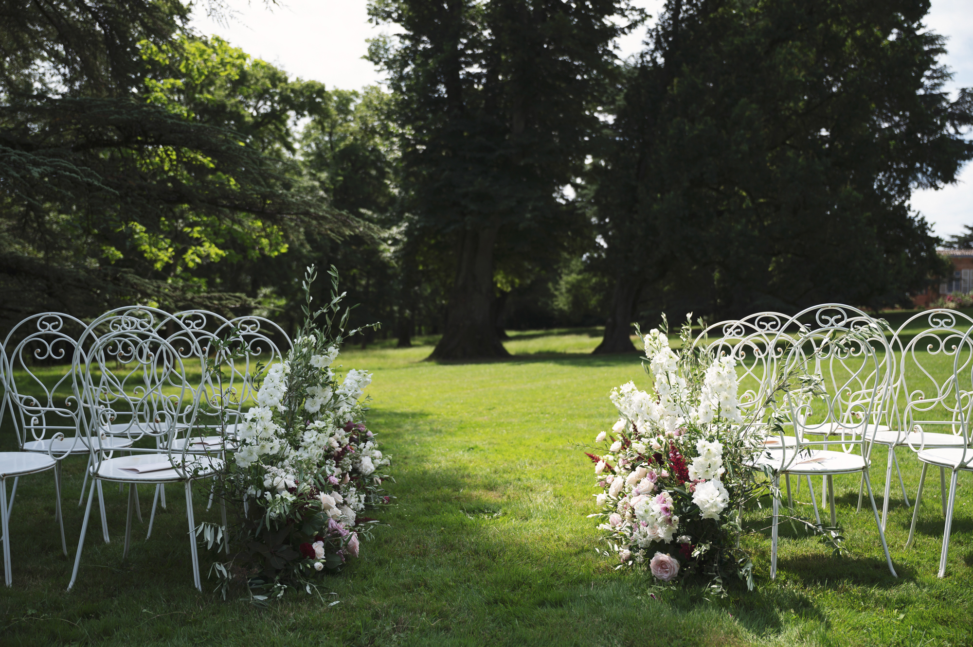French wedding outdoor ceremony in Chateau