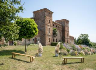 Organic neutral wedding in South West France, by Top Destination Wedding Planner