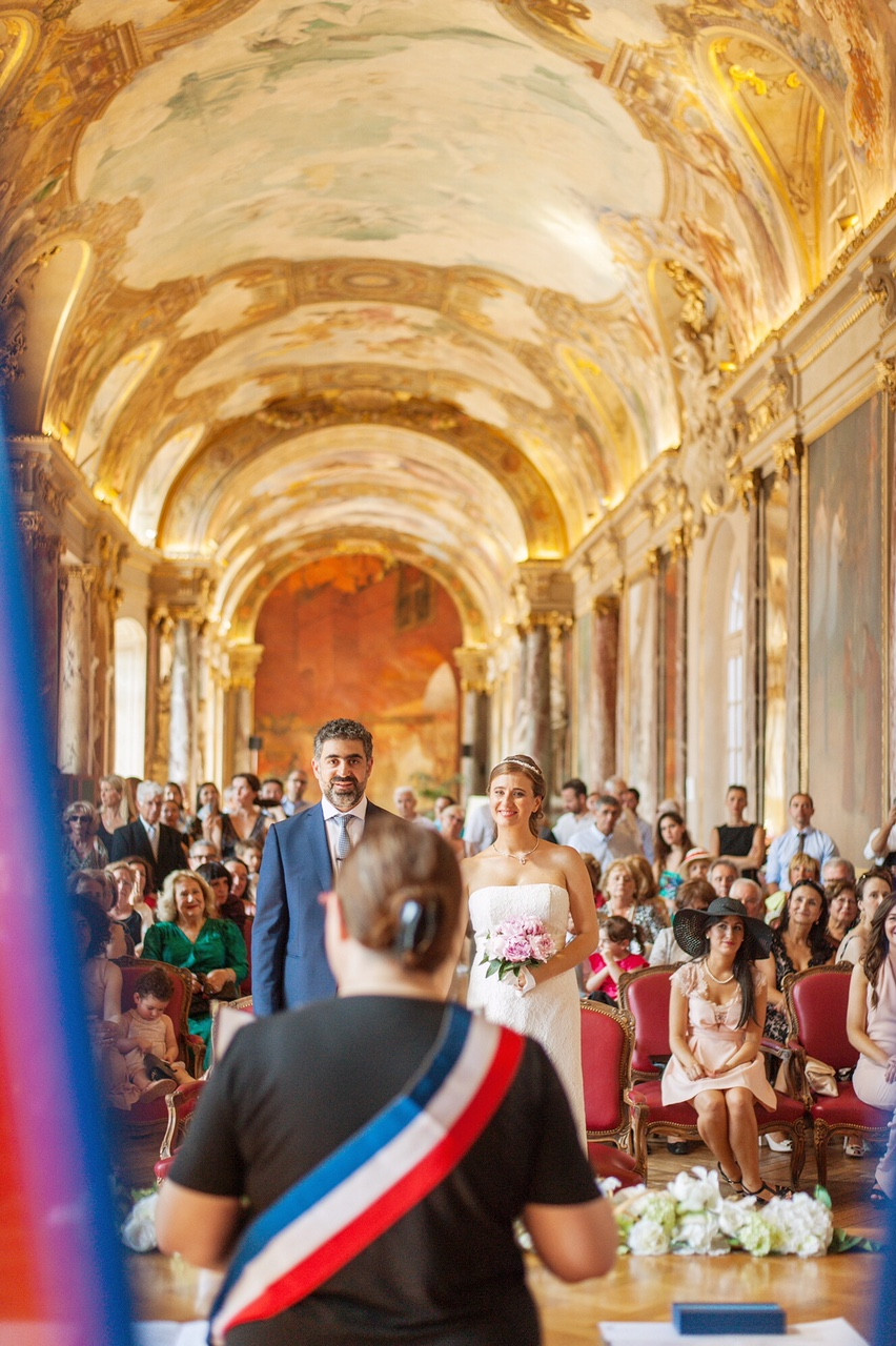 Civil ceremony in France - Photography by www.awardweddings.fr