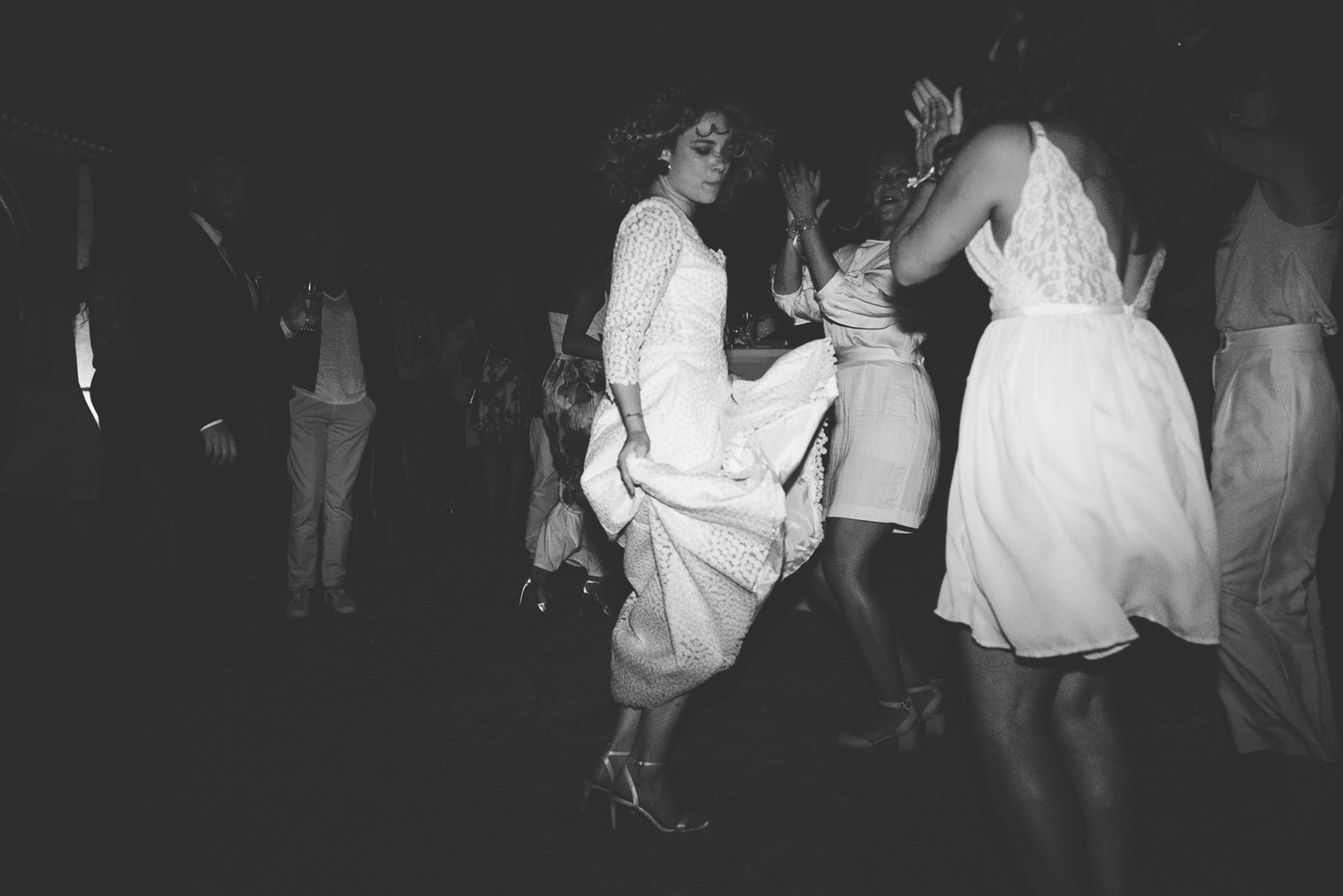 Awardweddings.fr__B&W Candid_014.jpg