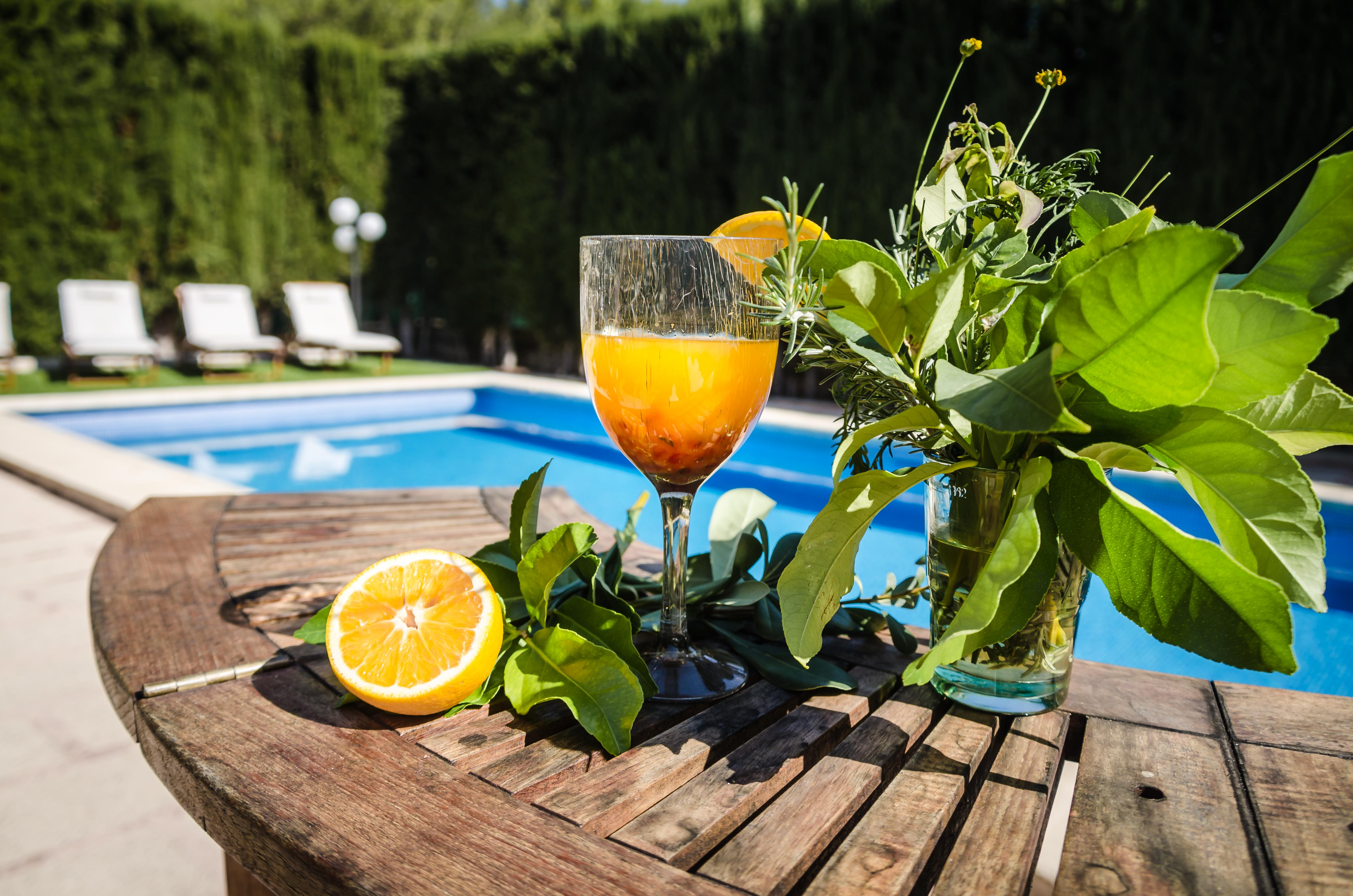 Cocktail am Pool