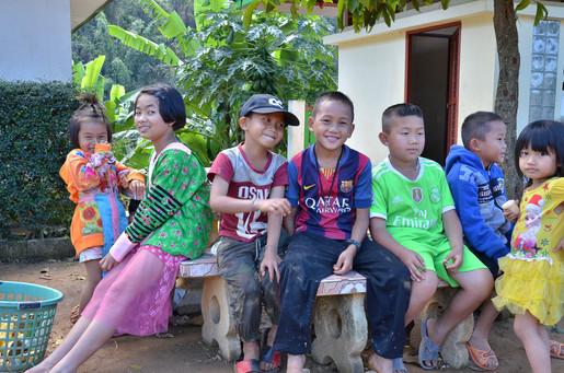 「モン族」の子どもたち