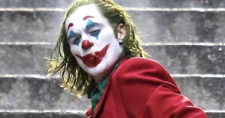 Joker smoking cigarrette dancing