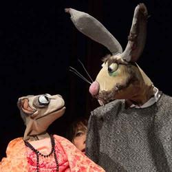 Zwei hochkarätige Premieren: Unter Artgenossen & Dumpu Dinki – Figuren- und Objekttheater für Gross