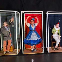 Es ist zu viel für eine*n allein – Berner Theater-Premiere