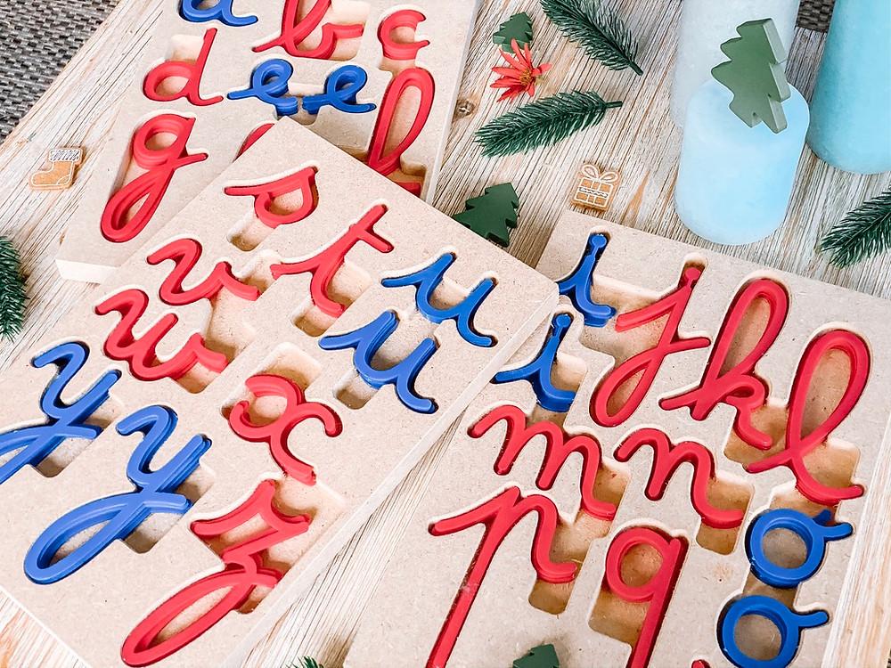 Matériel Montessori pour tous - plateau de lettres cursives - matériel lecture/écriture