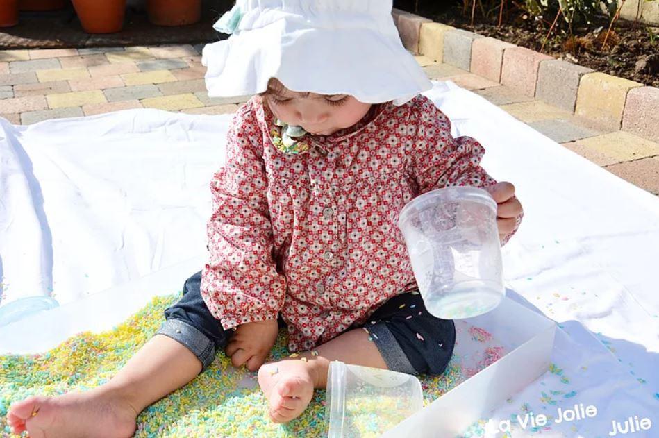 Plateau sensoriel : le riz coloré