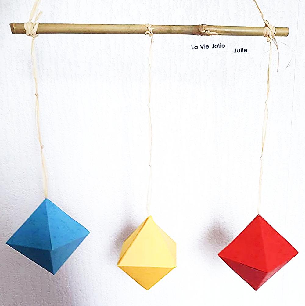 Le mobile des octaèdres pour bébé