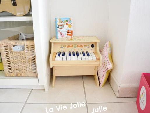 Un piano en bois pour les tout-petits