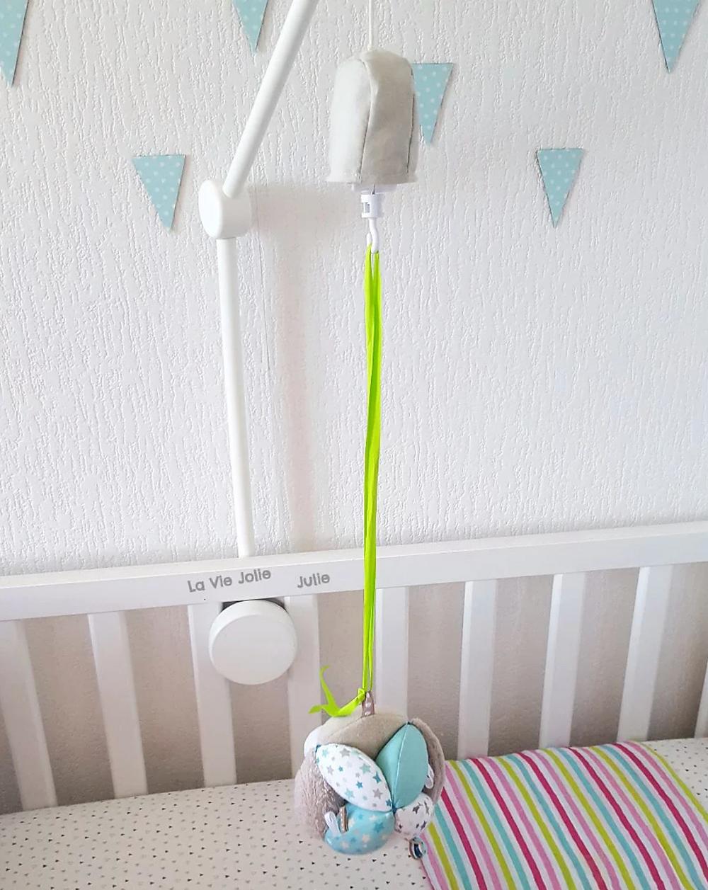 Une balle de préhension pour bébé Montessori