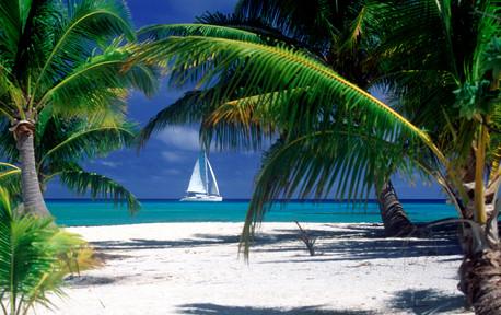 Cruises_Archipels_Catamaran_at_Pink_Sand