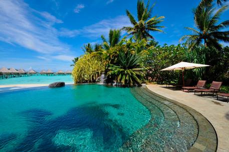 BOB Intercontinental Moana Public. Swimm