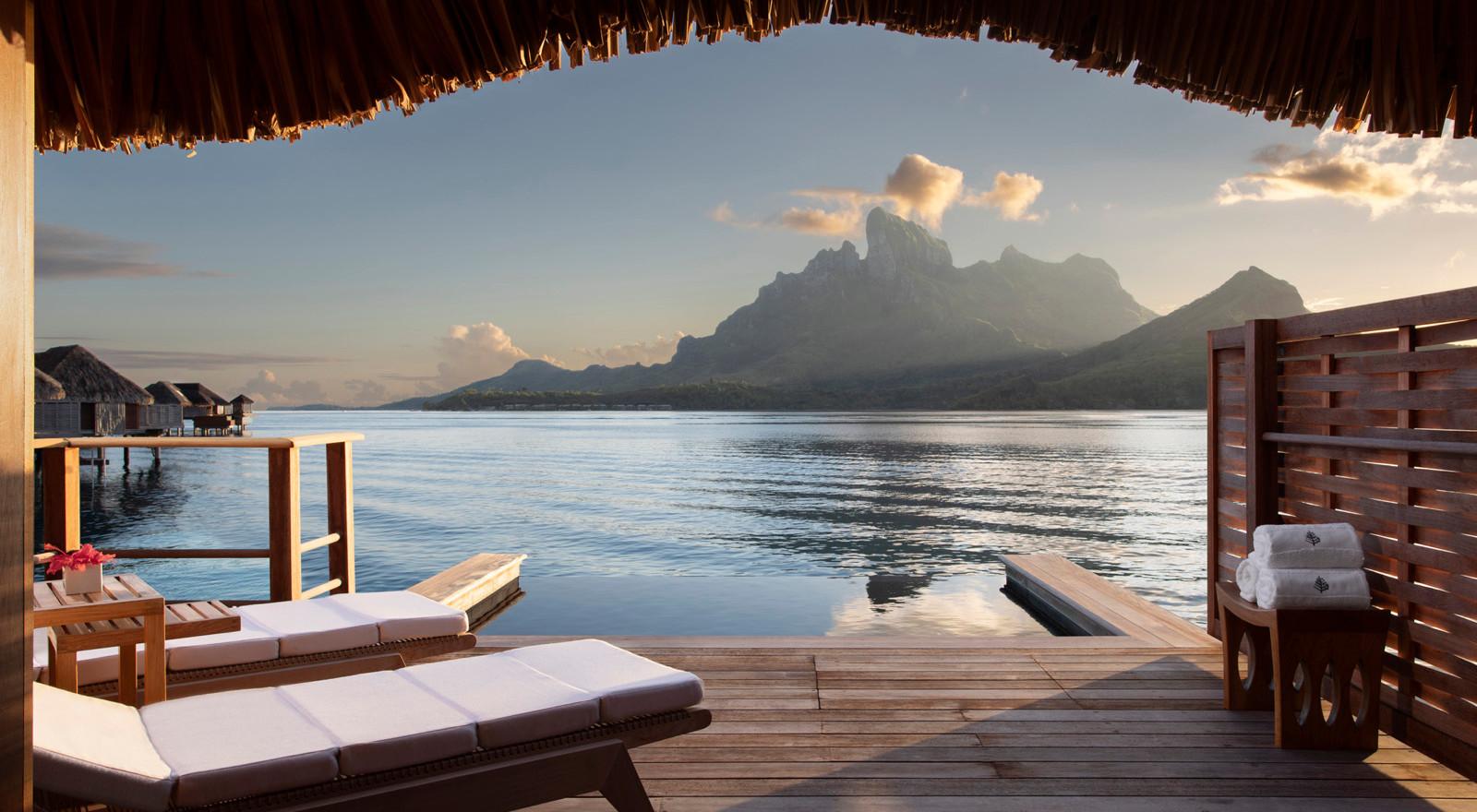 One Bedroom Otemanu Overwater Suite w/Pool