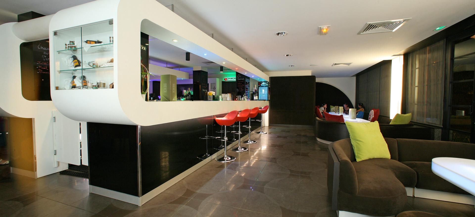 Punavai Bar