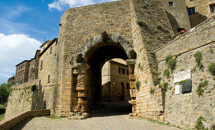 Volterra etruscan arch.jpg