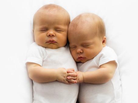 Jumeaux : nos astuces pour un sommeil harmonieux.