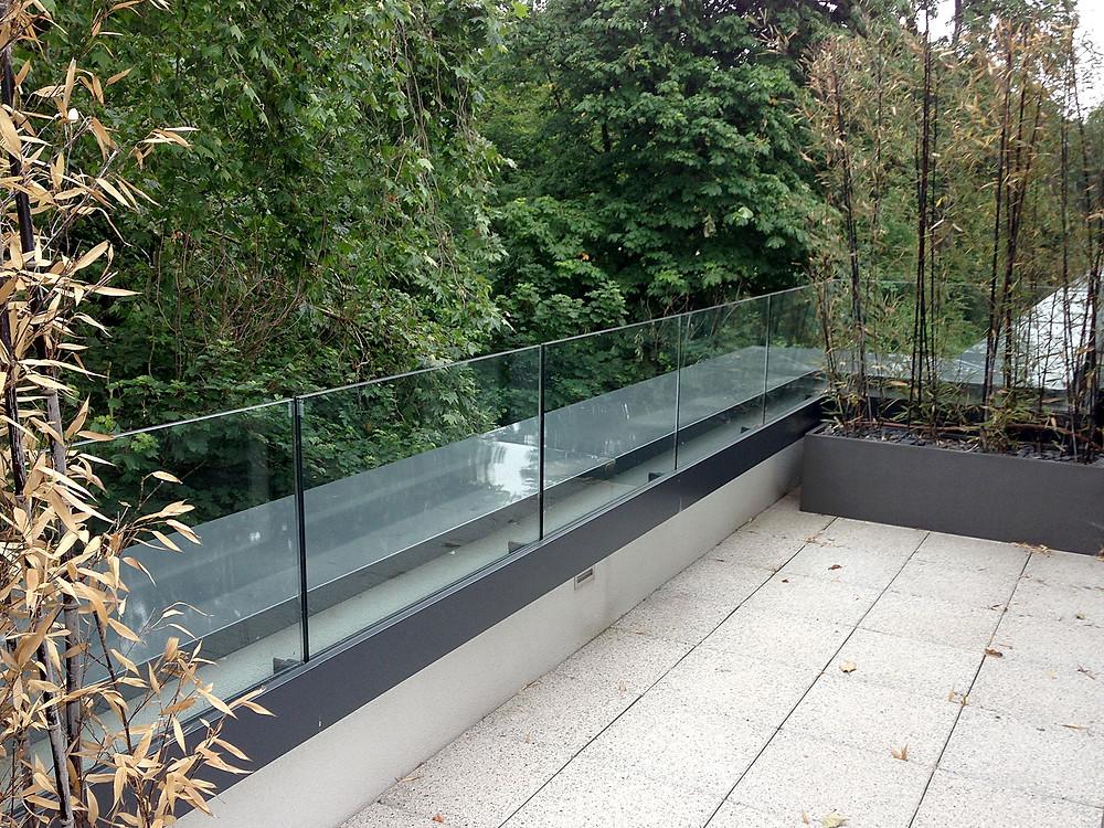 Frameless external glass balustrade