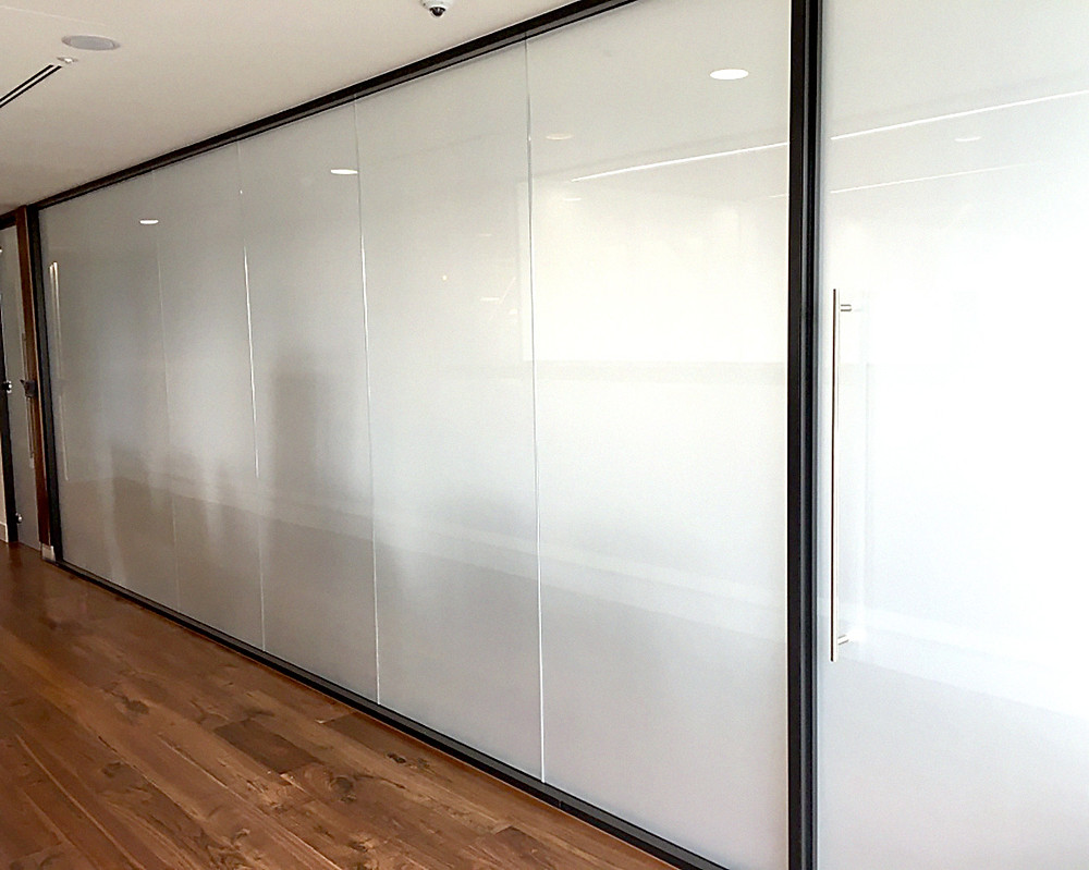 Partitioning glass screen completed on site
