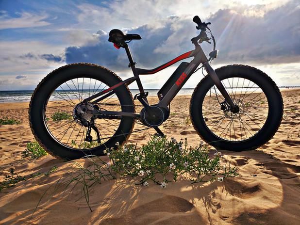 Fat Bike Electrique sur la plage de Saint Jean de Monts - Vendée - Vélivélo, location de vélos