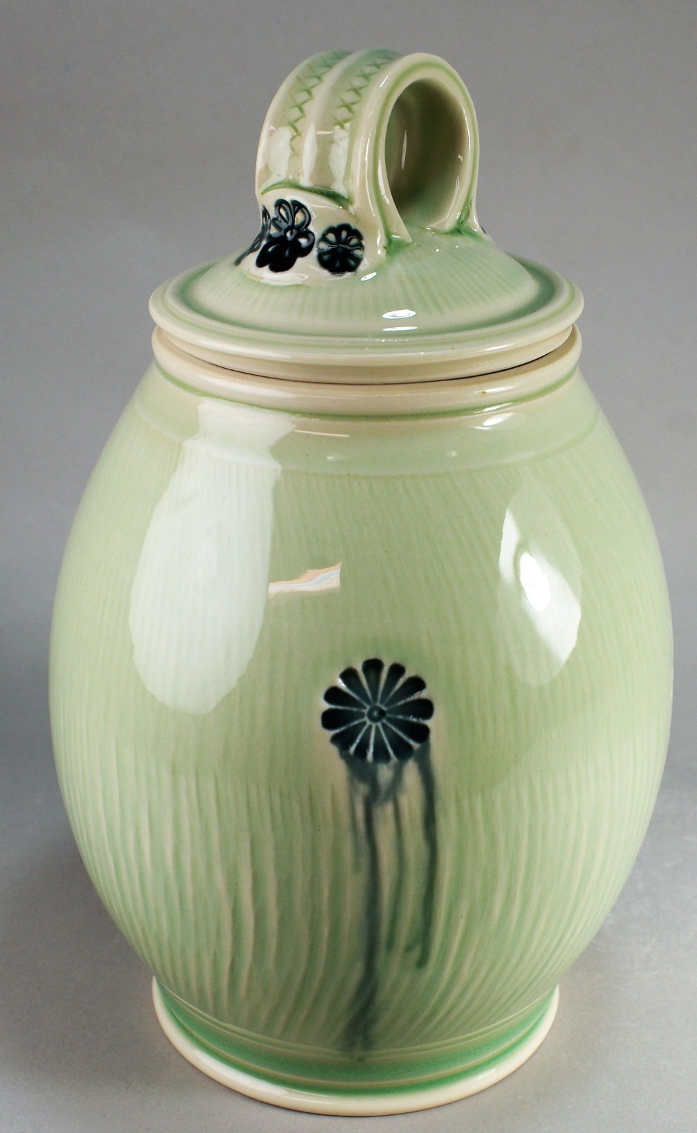 #693 porcelain jar