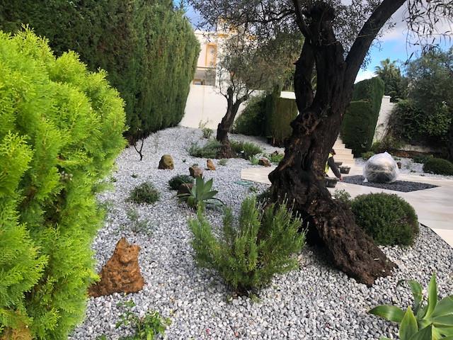 Urb. Nueva Andalucía