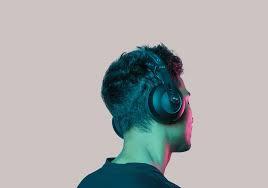 ¿Es recomendable escuchar un podcast o ver videos de autoayuda durante una crisis emocional?