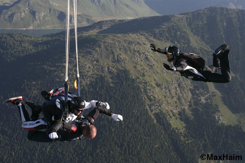 parachute opening at 1500m