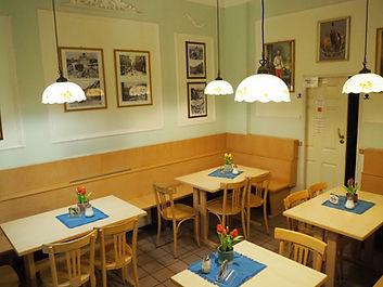 Gemütlicher Imbiss mit preiswerten Speisen und Getränken in Wien