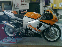 Hooters GSXR 600 all paint no stickers.j