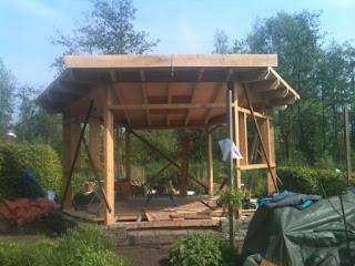 Een zeshoek met een dak