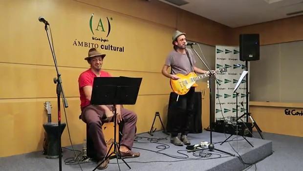 BAILÁNDONOS BESOS