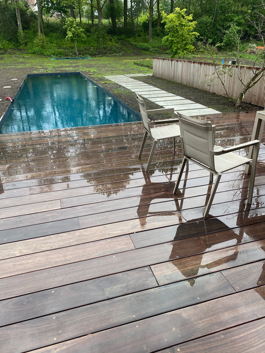 zwembad houten terras tuinaanleg tuinaannemer
