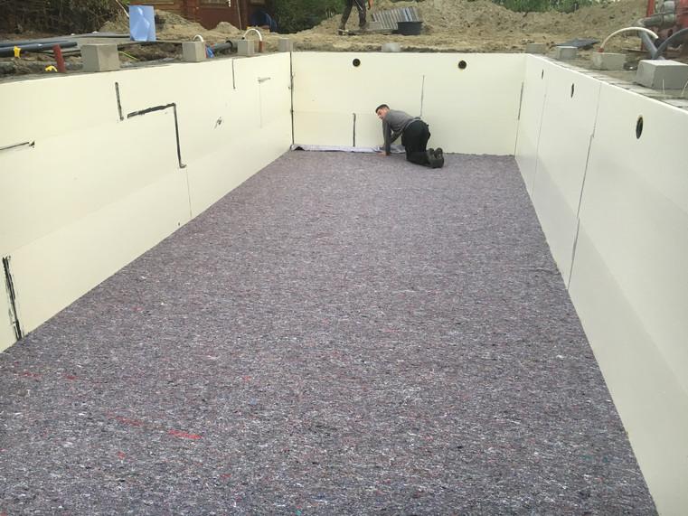 Plaatsen beschermdoek bodem en muren zwe