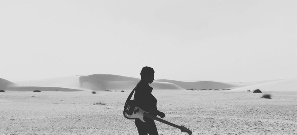 Musicien dans le désert