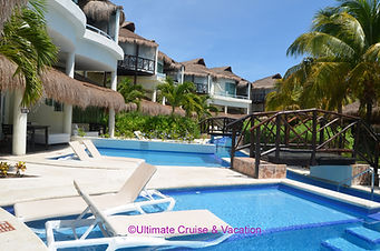 ElDorado Casitas Royale Swim-up Infinity Pool