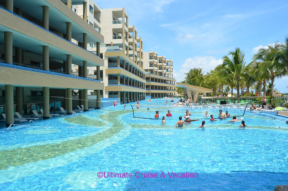 Generations Riviera Maya swim up pool