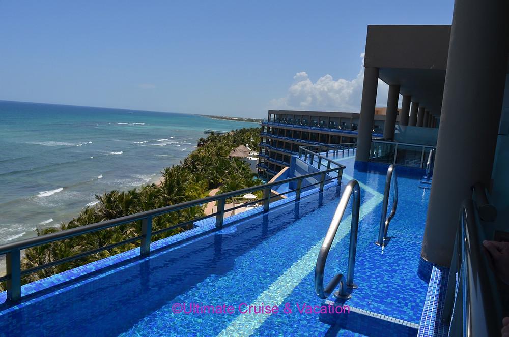 Honeymoon Jacuzzi Oceanfront Suite, El Dorado Seaside Suites
