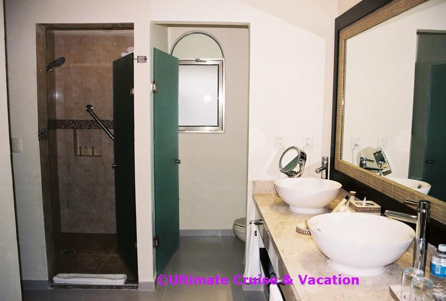 El Dorado Royale Junior Suite bathroom
