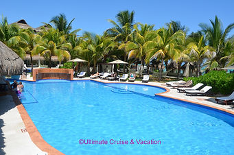 Casitas section pool and swim-up bar, El Dorado Casitas Royale