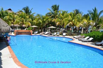 Casitas section pool and swim-up bar, El Dorado Casitas Royale