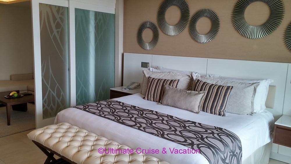 Royalton Riviera Cancun with room divider