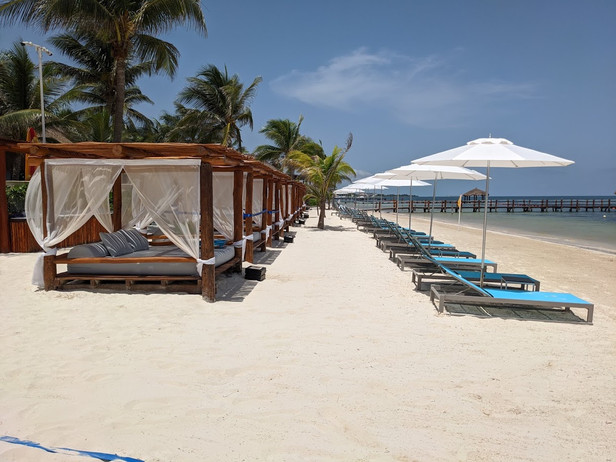 MIRRC beach beds, lounge chairs and unbr
